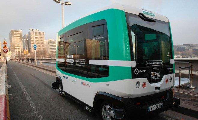 На дорогах Парижа появились автобусы-роботы