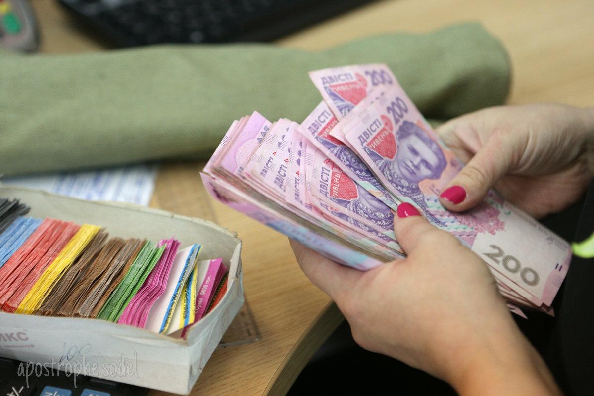 За год средняя зарплата на украинских предприятиях выросла на 27,4%
