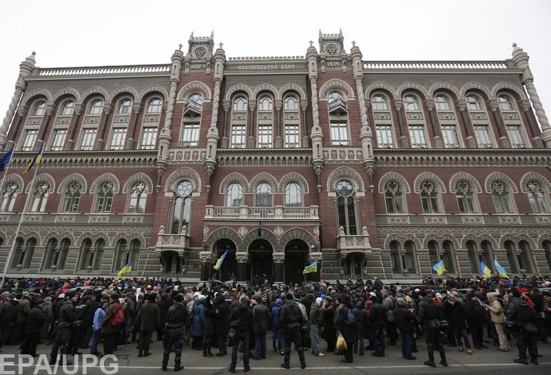 Каждый работающий украинец выплатит по 67 грн недальновидным вкладчикам