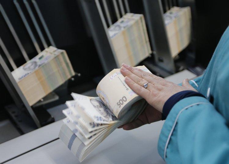 В ожидании кредита МВФ: зачем Украина вновь влазит в долги