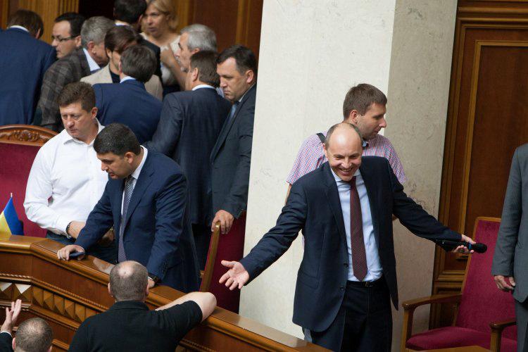 Депутаты пока не приняли пакет законопроектов, необходимых для продолжения финансирования Украины