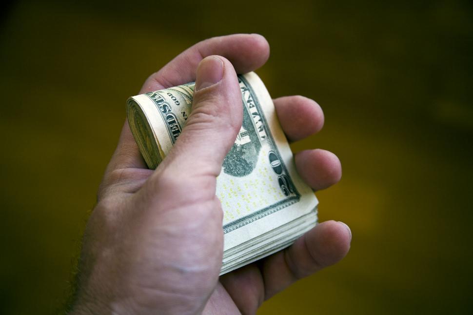 Для тех, кому за 30: сколько будет стоить доллар в Украине