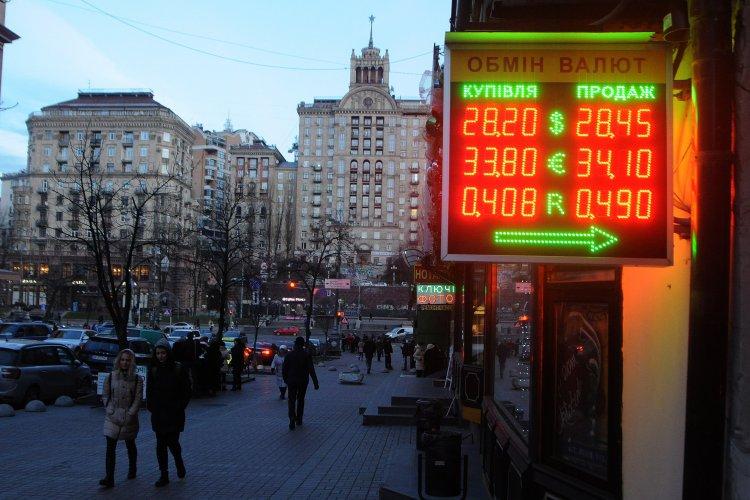 Официальный курс евро впервый раз перешагнул отметку в35 грн