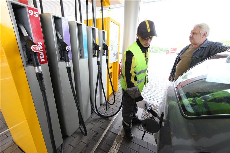 Цены топлива на АЗС растут вторую неделю подряд