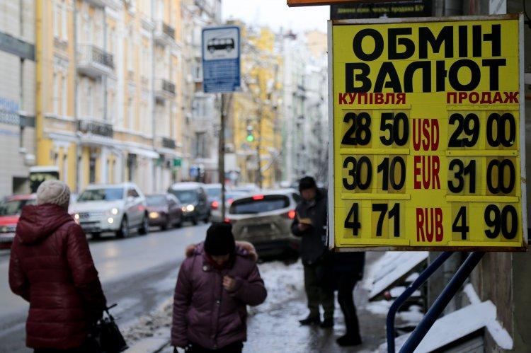 Курс валют на17января: гривна снова падает
