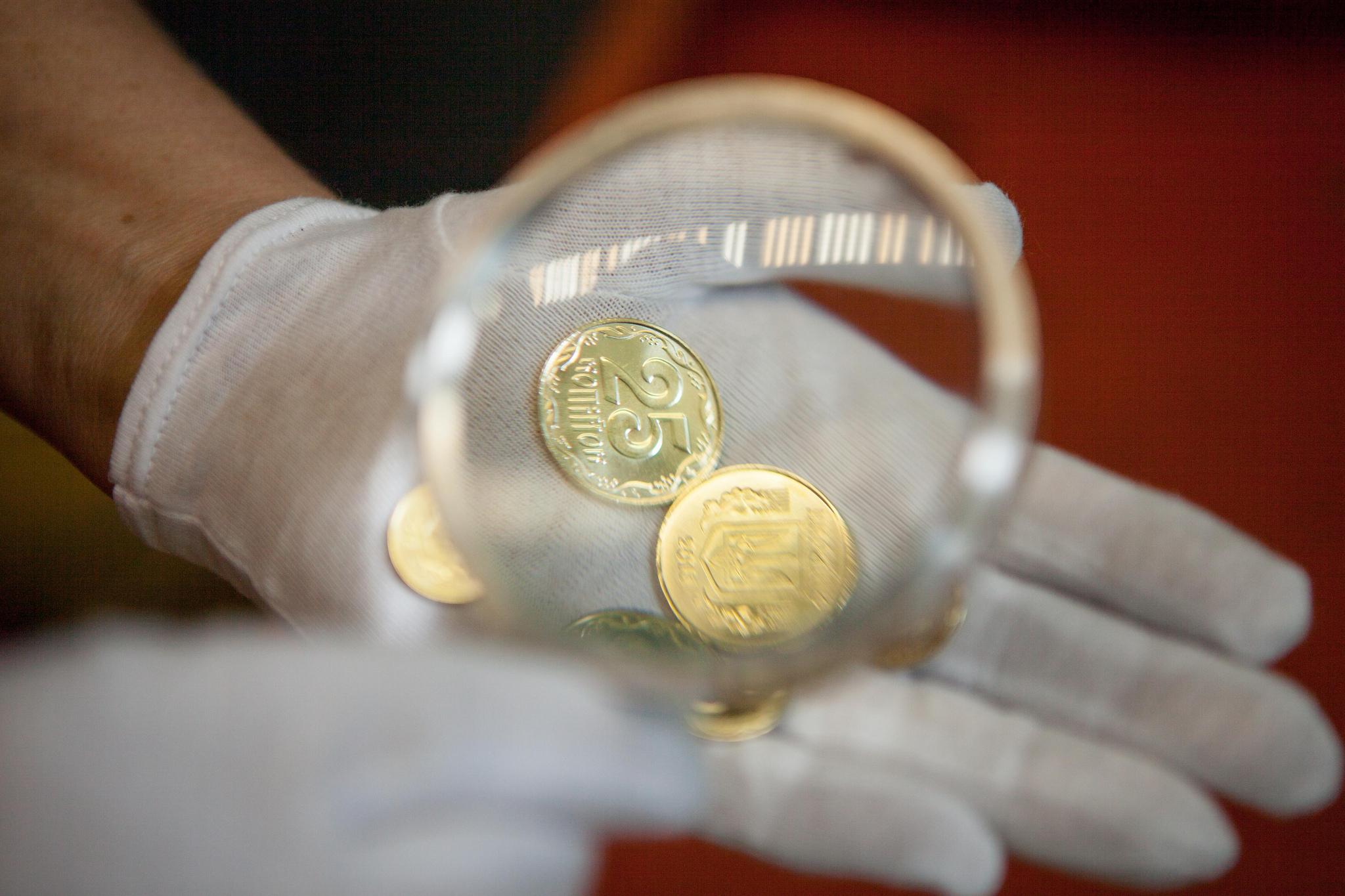 Проклятие гривны: курс доллара может упасть ниже 20 грн, но есть условия
