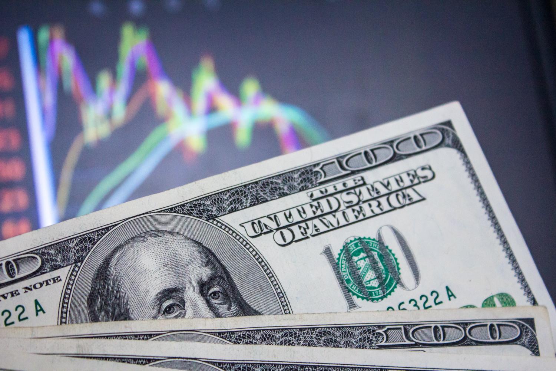 Без транша будет больно: курс доллара в Украине может взлететь
