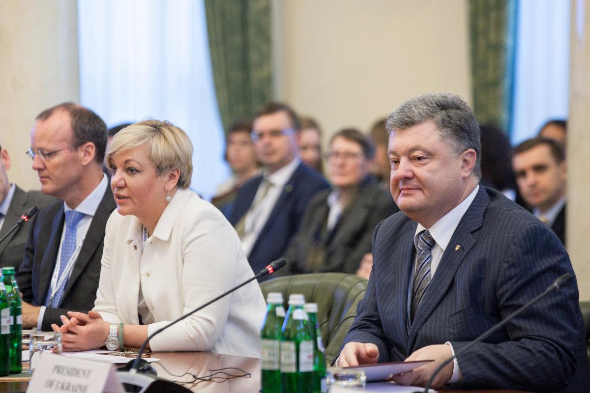 Петр Порошенко пока не назначил своих представителей в Совет Нацбанка