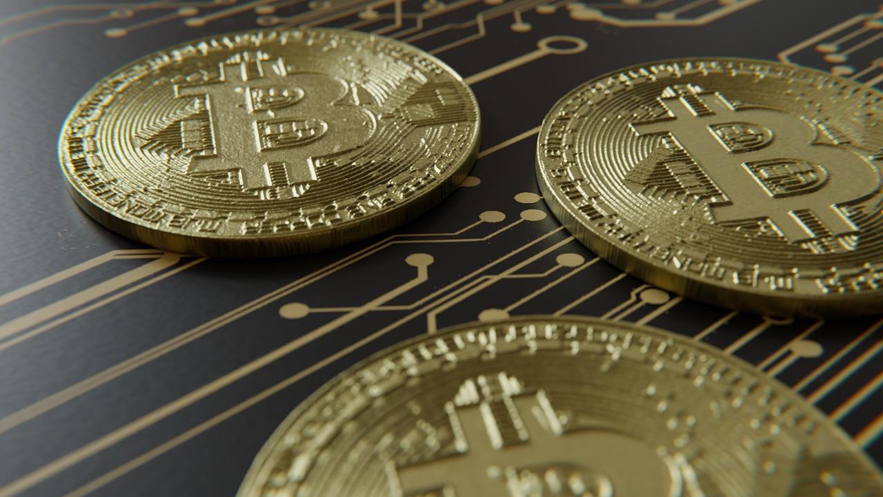 Курс Bitcoin и других криптовалют совершенно невозможно предугадать